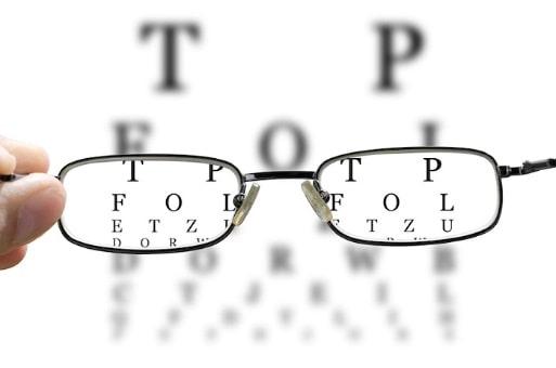 روش های درمان آستیگماتیسم منظم با عینک، لنز طبی و جراحی