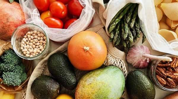 غذاهایی که باید از آنها اجتناب کنید و غذاهایی که خوردن آنها قبل از جراحی پلاستیک مناسب است