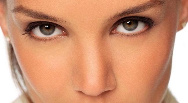 چه مراقبتهایی باعث پیشگیری از عوارض جراحی زیبایی پلک میشود